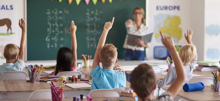 من صدمة المستقبل إلى الموجة الثالثة:  التربية في المجتمع ما بعد الصناعي في منظور آلفين توفلر