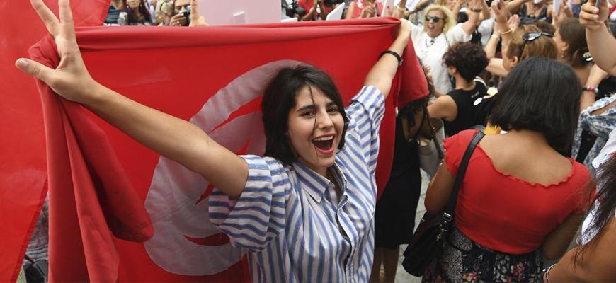المرأة والمشاركة السياسيّة في تونس: قراءة في واقع المعيش وتحدّيات المشاركة