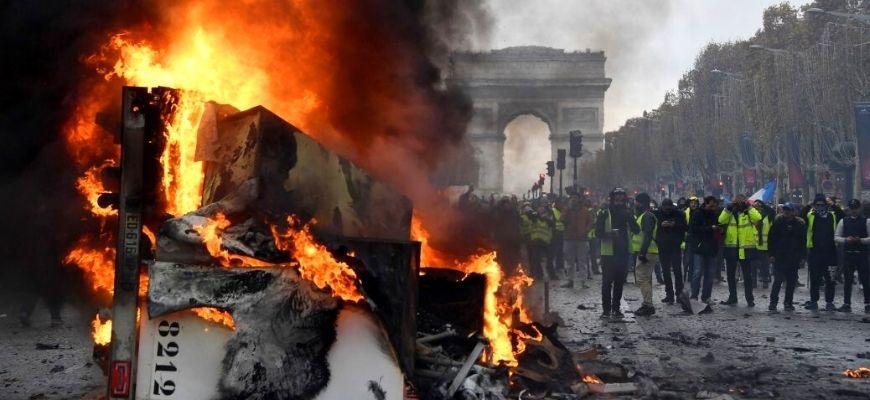 البقية والعائدون من الموت السياسة والعنف في عمل أغامبين وديريدا