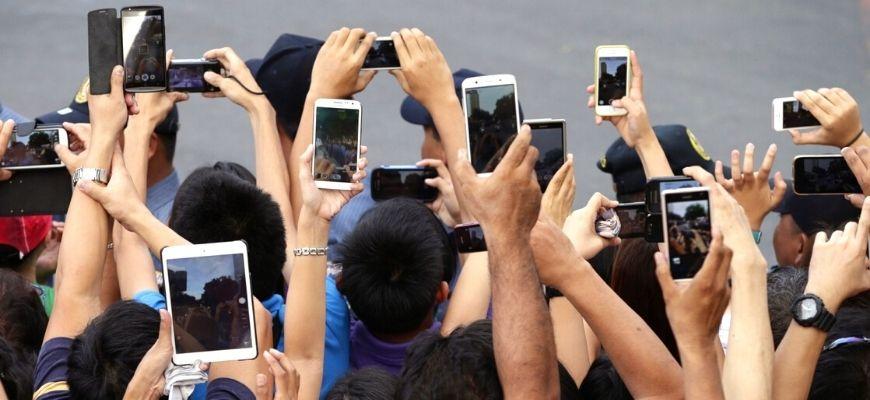 الافتراضي والشعبوية